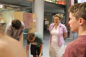 Andrea Niehaus mit Schülern