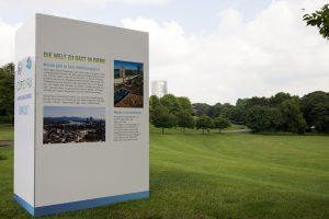 Neue Infotafeln an der COP23-Baustelle in der Bonner Rheinaue